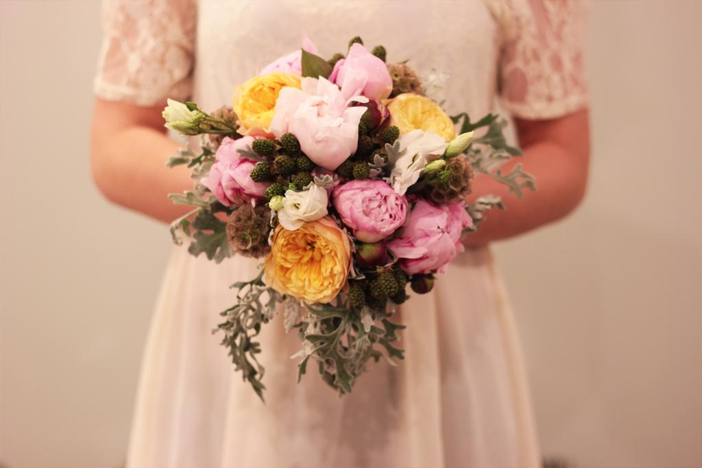 bukiet-ślubny-kwiaciarnia-zupełnie-inna